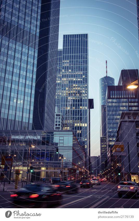 Frankfurt, raus aus dem Büro Stadt Haus Straße Architektur Gebäude Arbeit & Erwerbstätigkeit Hochhaus Bauwerk Skyline fahren Stadtzentrum Bankgebäude