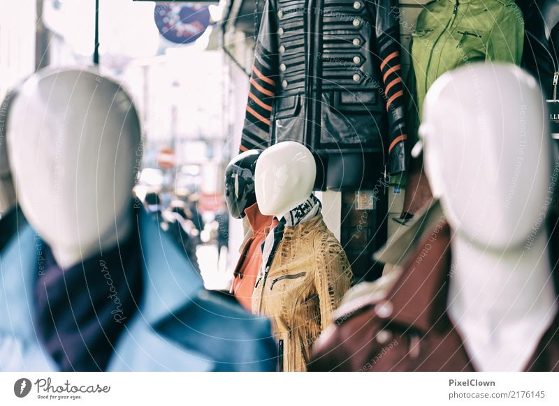 Shopping Lifestyle kaufen Stil schön Freizeit & Hobby Sightseeing Städtereise Mensch Leben Körper Stadt Mode Bekleidung Jacke modern mehrfarbig Gefühle Stimmung