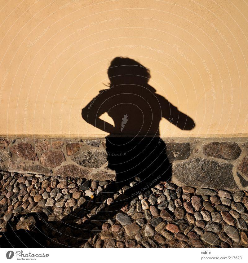 Lieblingsschatten Mensch schön schwarz feminin dunkel Wand Gefühle Haare & Frisuren Stil Stein Mauer braun elegant Fassade warten außergewöhnlich