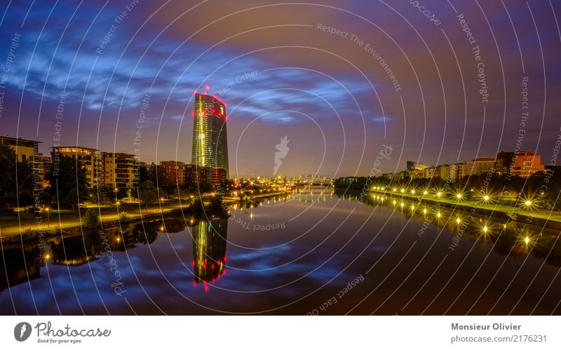 Morgendämmerung über Frankfurt Frankfurt am Main Stadt Stadtzentrum Skyline Hochhaus Bankgebäude Europäische Zentralbank Großstadt Grossstadtromantik