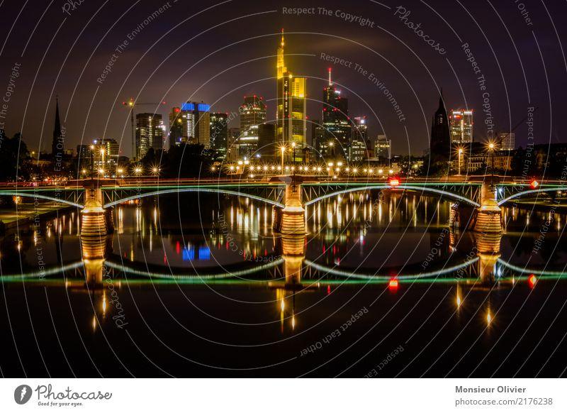 Frankfurt am Main - Skyline Stadtzentrum Hochhaus Bankgebäude Brücke Nacht Lichterscheinung Lichtermeer Großstadt Grossstadtromantik Farbfoto Außenaufnahme