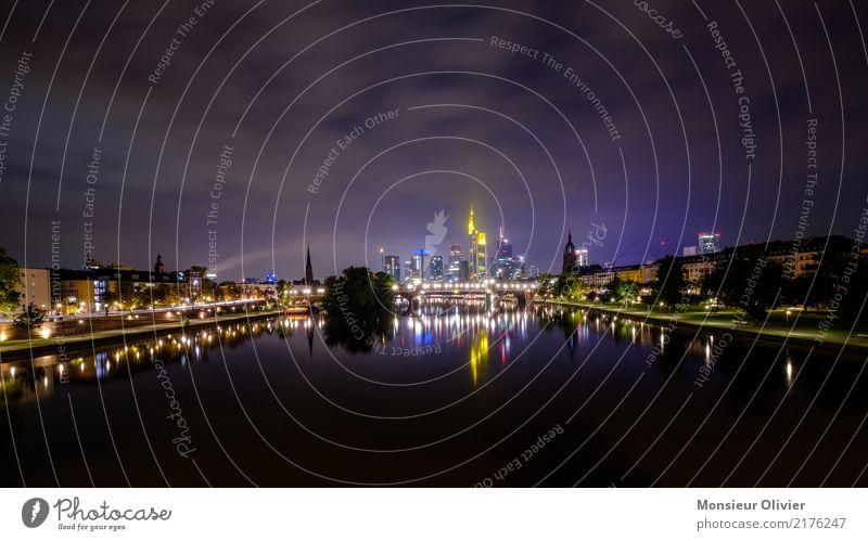 Mainhattan Skyline, Frankfurt am Main Hochhaus Stadt Großstadt Fluss Hessen Deutschland Bankgebäude Bankenviertel Nacht Morgen Morgendämmerung blau Architektur