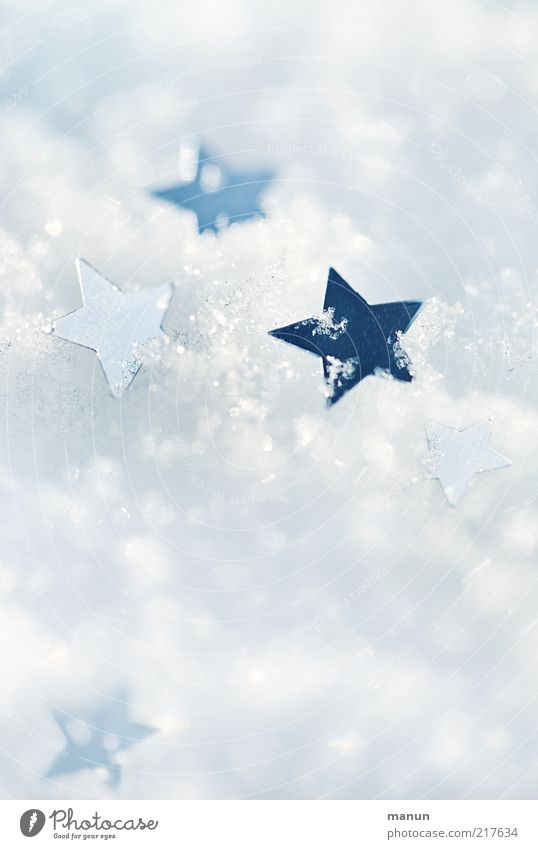 draußen vor der Tür Weihnachten & Advent weiß Winter Schnee Eis Stimmung hell Feste & Feiern glänzend Hintergrundbild Stern (Symbol) Frost Kitsch Zeichen Glitter