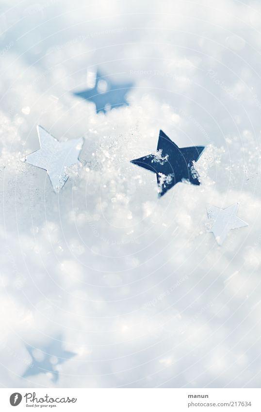 draußen vor der Tür Weihnachten & Advent weiß Winter Schnee Eis Stimmung hell Feste & Feiern glänzend Hintergrundbild Stern (Symbol) Frost Kitsch Zeichen