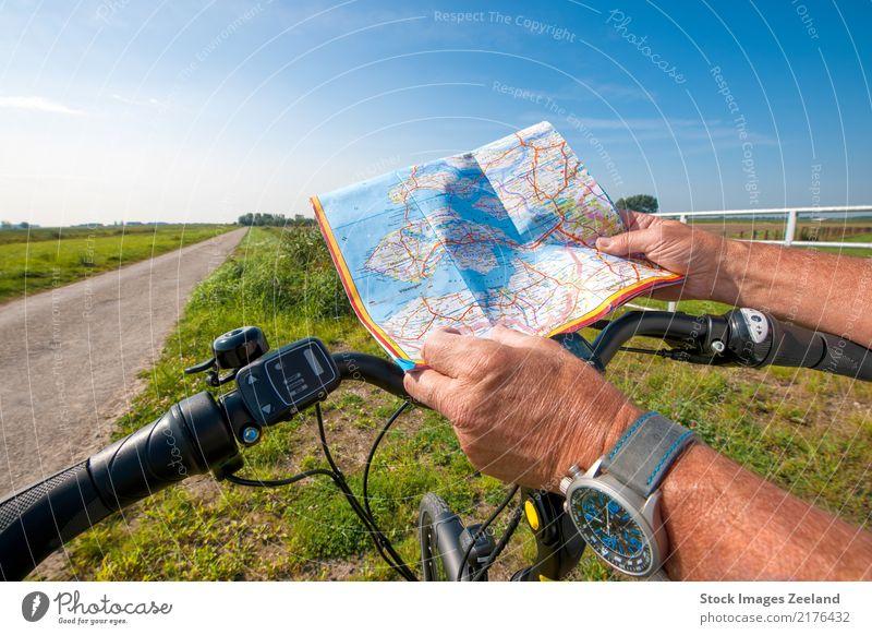 Mensch Himmel Natur Ferien & Urlaub & Reisen Sommer Sonne Hand Landschaft Erwachsene Straße Lifestyle Gesundheit Sport Tourismus Freiheit Fahrrad