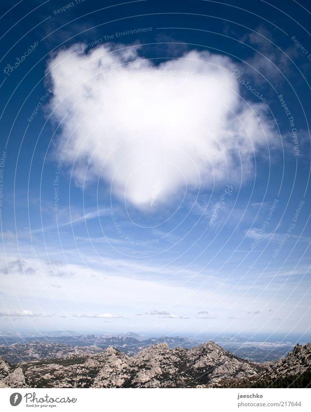 Emotionswolke Himmel blau weiß Landschaft Wolken Ferne Berge u. Gebirge Umwelt Gefühle außergewöhnlich Horizont Herz Klima Lebensfreude Schönes Wetter Romantik