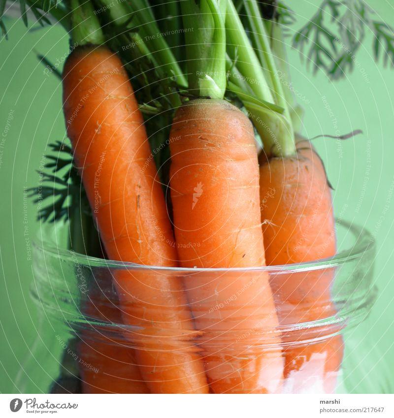 was für die Augen Lebensmittel Gemüse Ernährung Bioprodukte Vegetarische Ernährung grün Möhre Grünpflanze Glas Behälter u. Gefäße Gesundheit Vitamin Nahaufnahme