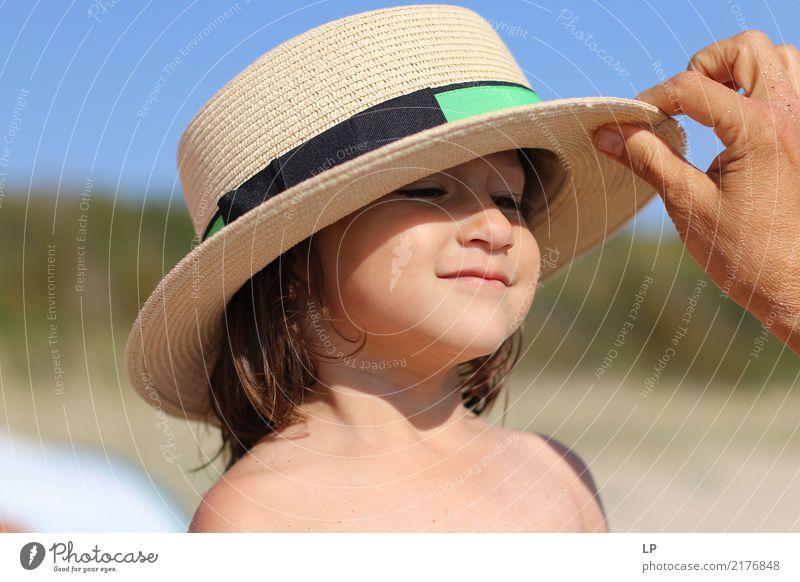Wer ist da? Kind Mensch Ferien & Urlaub & Reisen Sommer Meer Erholung Freude Strand Leben Lifestyle Senior Gefühle Stil Familie & Verwandtschaft Tourismus Mode