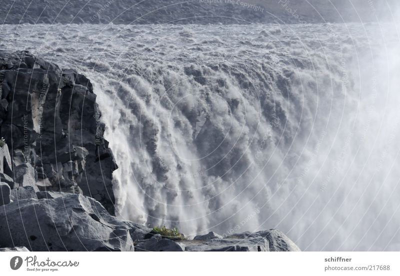 Wasservorhangproduzierer Felsen Flussufer Wasserfall fallen ästhetisch bedrohlich Geschwindigkeit fließen laut Donnern Wasserdampf Wassermassen Spektakel