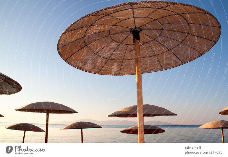 UNTER DER MEDITERRANEN SONNE - REGENSCHIRME Landschaft Sommer Schönes Wetter Strand Schirm Ferien & Urlaub & Reisen ästhetisch schön blau gelb gold Lebensfreude