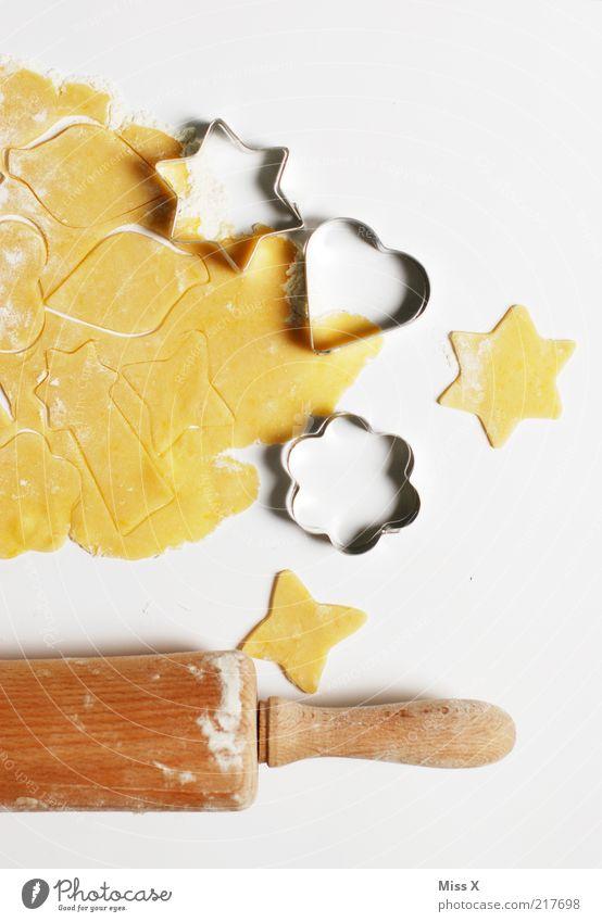 Backzeit Lebensmittel Teigwaren Backwaren Süßwaren Ernährung lecker süß Backform Stern (Symbol) herzförmig Plätzchen Weihnachtsgebäck ausrollen Nudelholz