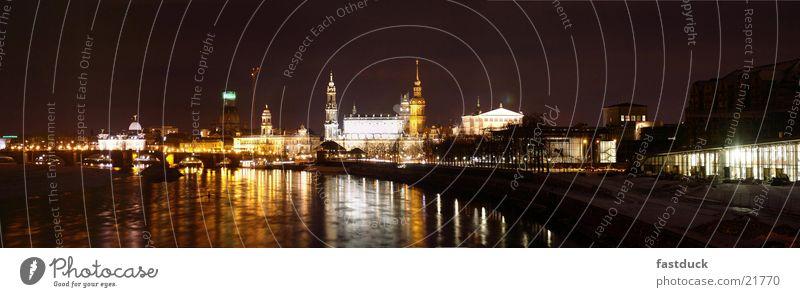 Lichtfluss (Panorama Dresden) weiß schwarz gelb Architektur Elbe
