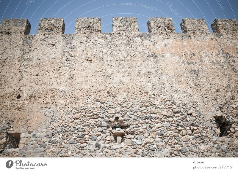 in ancient times [2] Tourismus Ausflug Sightseeing Sommer Sonne Kreta Griechenland Menschenleer Ruine Bauwerk Architektur Mauer Wand Zinnen Sehenswürdigkeit alt