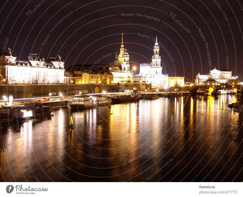 Lights of Dresden Nacht Winter gelb schwarz weiß Architektur