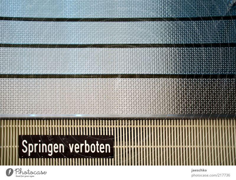 Autschn springen Metall Linie Treppe Schriftzeichen Hinweisschild Schwimmbad Sport Wasseroberfläche Verbote Wassersport Abfluss Warnschild
