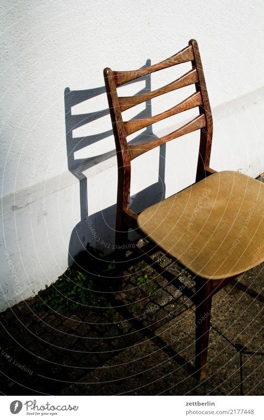 Stuhl Innenarchitektur Licht Möbel Müll Platz Schatten Sitzgelegenheit Sonne Sperrmüll Menschenleer frei Polster Erholung Pause ruhig bequem