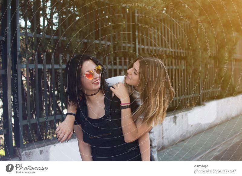 Freunde lieben Lifestyle Freude Ferien & Urlaub & Reisen Tourismus Ausflug Mensch feminin Junge Frau Jugendliche Freundschaft 13-18 Jahre 18-30 Jahre Erwachsene
