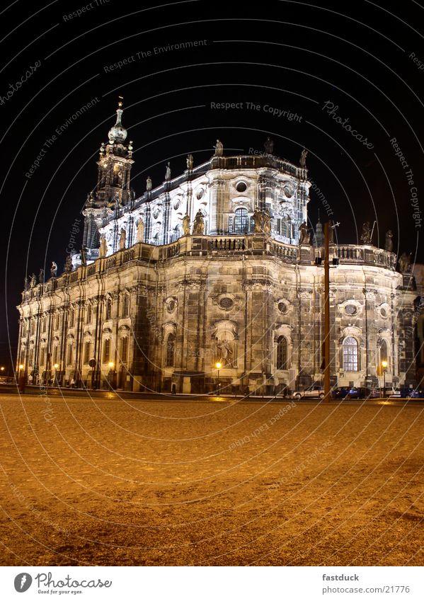 Hofkirche Dresden Winter Nacht rot schwarz weiß historisch Kathedrale