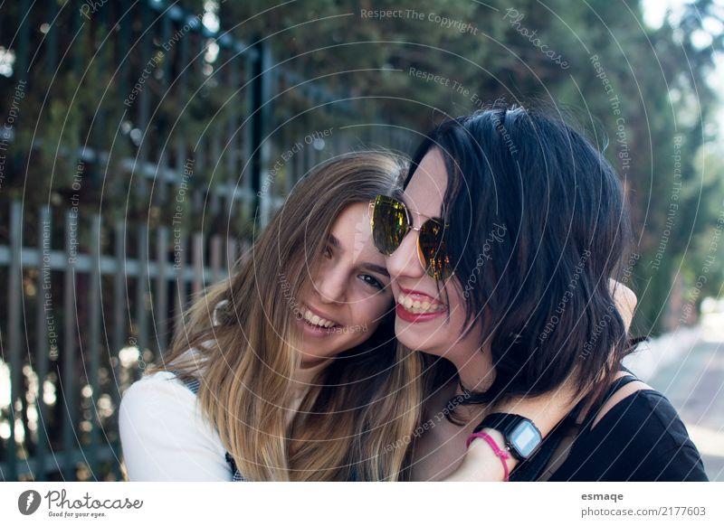 Freunde, die Spaß haben Lifestyle Freude Mensch feminin Junge Frau Jugendliche Schwester Familie & Verwandtschaft Freundschaft Paar 13-18 Jahre Feste & Feiern