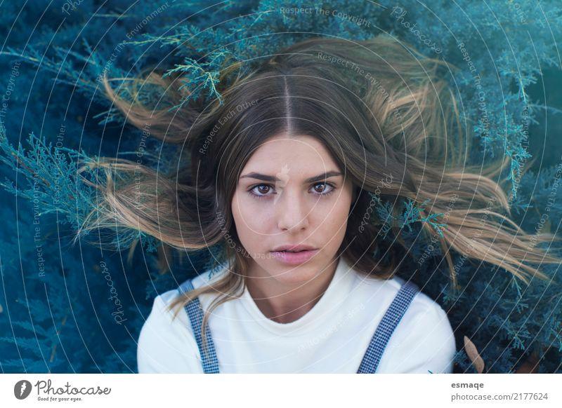 Trauriges Mädchen des Porträts Mensch Jugendliche Junge Frau 18-30 Jahre Erwachsene Lifestyle Traurigkeit Gefühle natürlich feminin Mode 13-18 Jahre blond