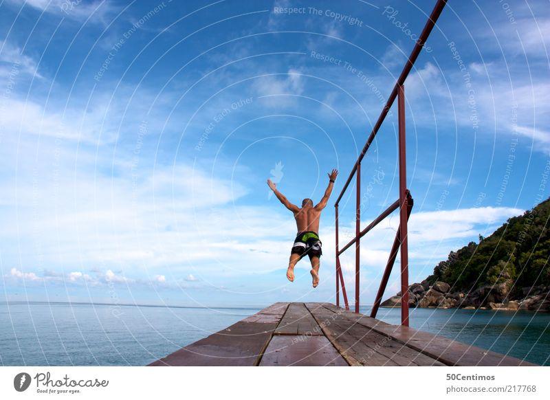 Der Sprung in die Freiheit - Der Sprung ins Wasser Mensch Himmel Mann Wasser Ferien & Urlaub & Reisen Meer Sommer Freude Wolken ruhig Einsamkeit Erwachsene Erholung Leben Landschaft Freiheit