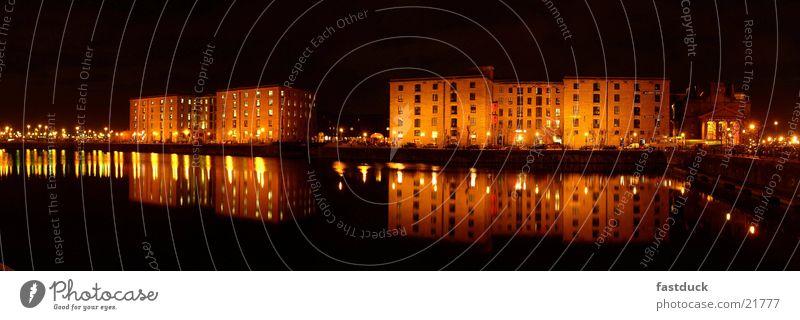 Liverpool Docks (Panorama) England Nacht gelb schwarz Panorama (Aussicht) Architektur Speigelung Wasser Licht groß Panorama (Bildformat)