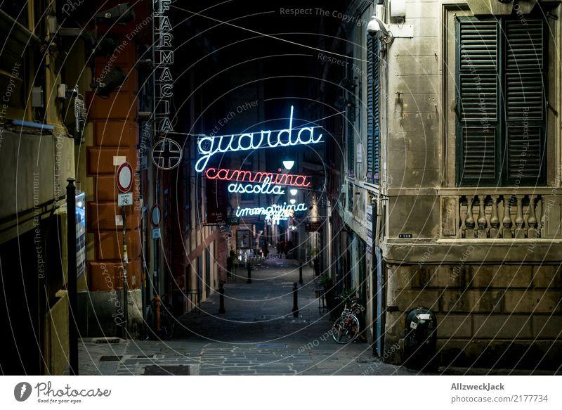 Gasse mit Neon Leuchtschrift in Genua Ferien & Urlaub & Reisen Sightseeing Haus Stadt Hafenstadt Straße Einsamkeit Europa Italien Wohnhaus Leuchtreklame