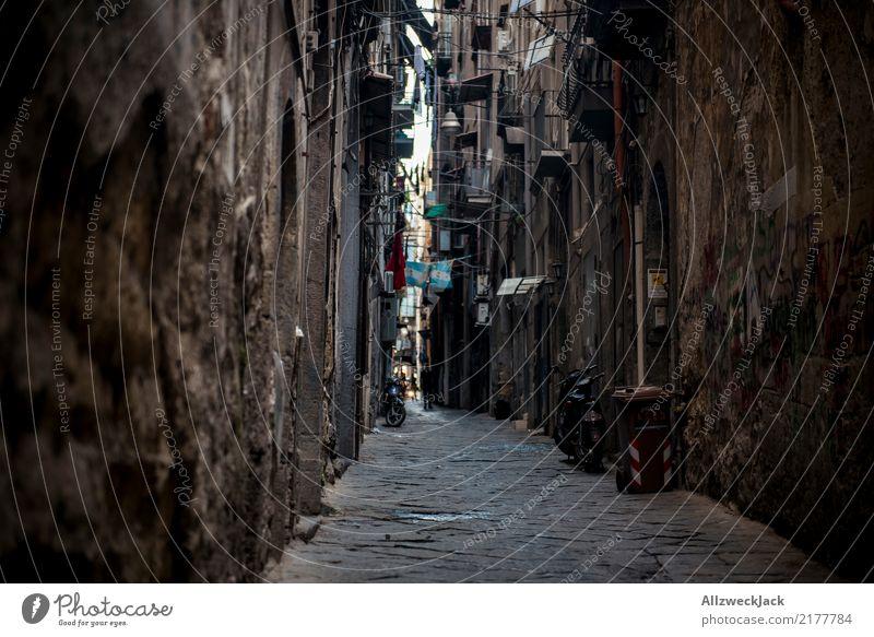 Die Straßen von Neapel 11 Ferien & Urlaub & Reisen Sommer Haus dunkel Lifestyle Fassade Italien Sommerurlaub Altstadt Stadtzentrum Wohnhaus Städtereise