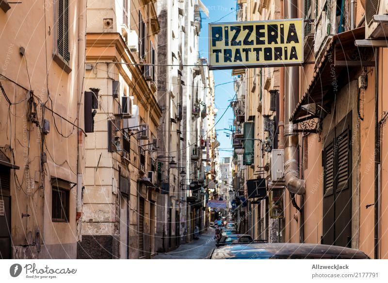 Die Straßen von Neapel 8 Farbfoto Außenaufnahme Blick nach oben Ferien & Urlaub & Reisen Sightseeing Städtereise Sommerurlaub Lifestyle Haus Schönes Wetter