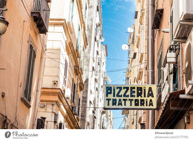 Die Straßen von Neapel 7 Farbfoto Außenaufnahme Blick nach oben Ferien & Urlaub & Reisen Sightseeing Städtereise Sommerurlaub Lifestyle Haus Schönes Wetter