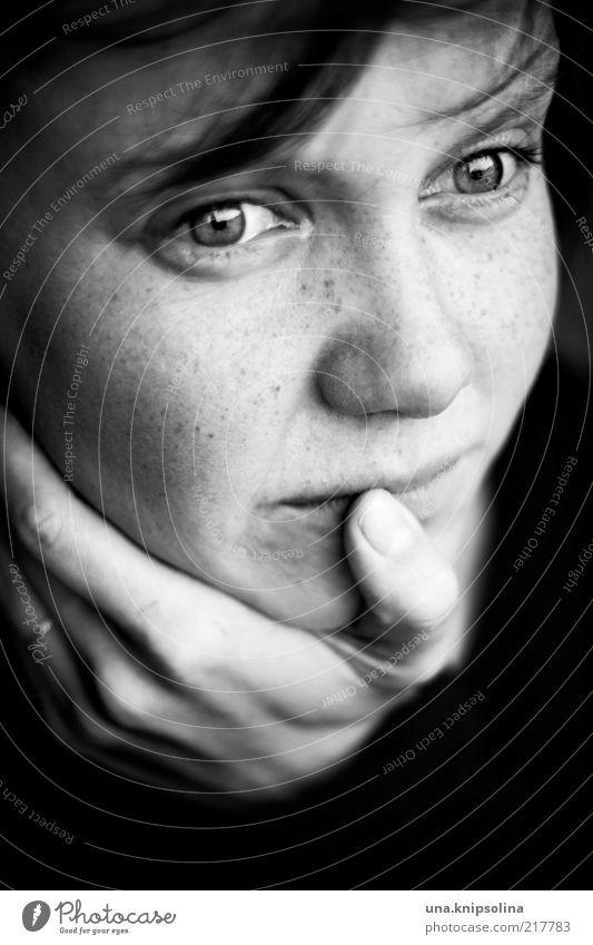 you know what hope is... Mensch Frau Jugendliche Hand Erwachsene Auge feminin Traurigkeit Denken Angst Mund natürlich Junge Frau Finger 18-30 Jahre authentisch