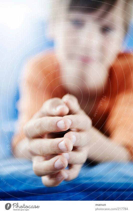 handmade Mensch Kind Junge Kindheit Jugendliche Hand Finger Fingernagel Fingergelenk berühren Denken festhalten liegen warten klein natürlich Sauberkeit Gefühle