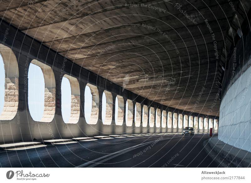 Tunnel Straße mit Fenstern Tag Verkehr fahren Ferien & Urlaub & Reisen Reisefotografie roadtrip Menschenleer Italien Autofenster Licht Autofahren PKW