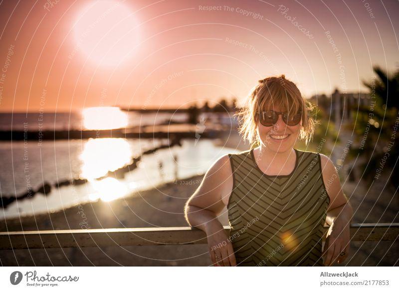 Sunset in paradise 2 Frau Ferien & Urlaub & Reisen Sommer schön Sonne Meer Ferne Lifestyle Beleuchtung Glück Freiheit Lächeln Fröhlichkeit Lebensfreude