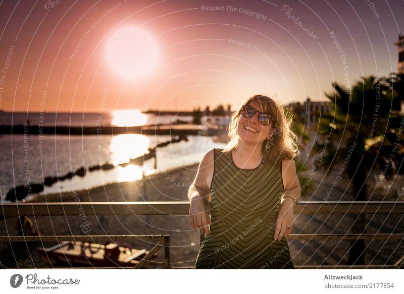 1000 - Sunset in paradise Mensch Frau Ferien & Urlaub & Reisen Jugendliche Junge Frau Sommer schön Sonne Meer rot Ferne Strand 18-30 Jahre Erwachsene Leben