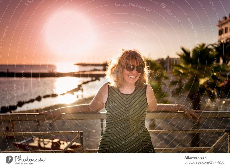 Sunset in paradise 3 Frau Ferien & Urlaub & Reisen Sommer schön Sonne Meer Ferne Lifestyle Beleuchtung Glück Freiheit Lächeln Fröhlichkeit Lebensfreude