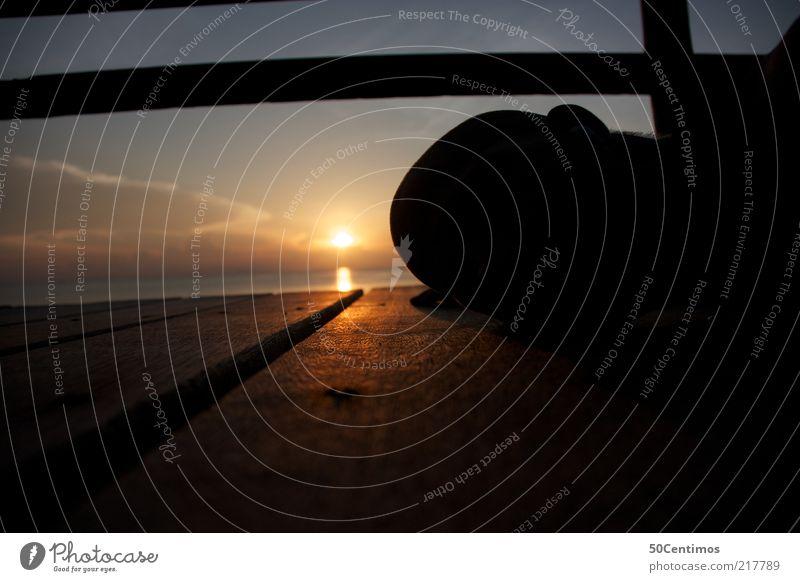 Ein Sonnenuntergang am Horizont meines Kopfes maskulin 1 Mensch Natur Wasser Himmel Sonnenaufgang Küste Meer Thailand Glatze Holz beobachten liegen schlafen