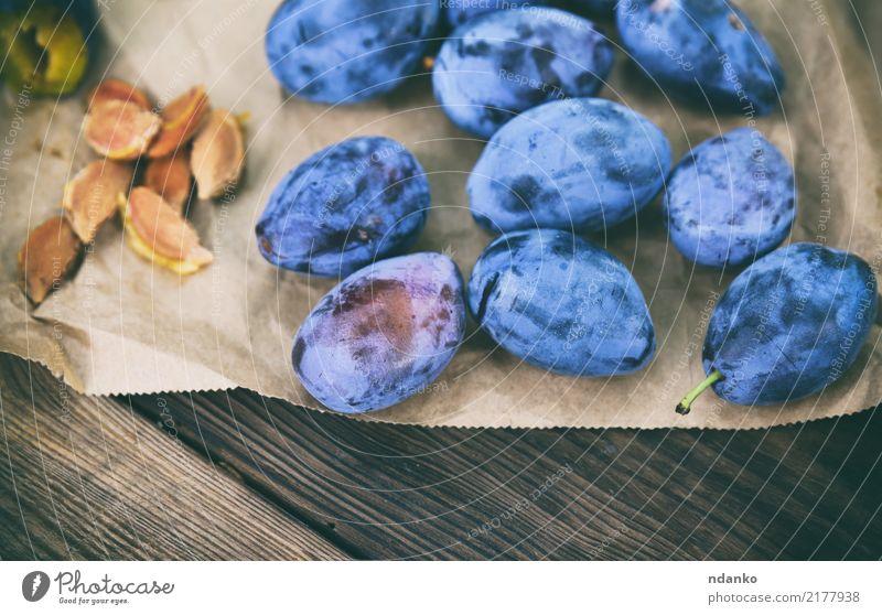 reife blaue Pflaumen Frucht Ernährung Essen Vegetarische Ernährung Diät Sommer Tisch Menschengruppe Natur Papier Holz frisch lecker natürlich saftig süß