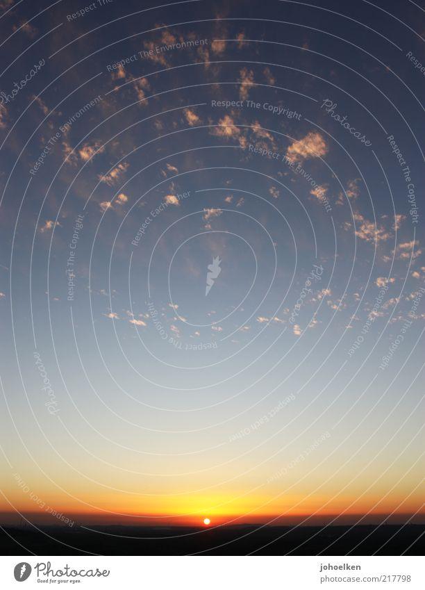 Streuselkuchen von unten Luft Himmel Wolken Horizont Sonne Sonnenaufgang Sonnenuntergang Sonnenlicht Sommer Herbst Wetter Schönes Wetter ästhetisch