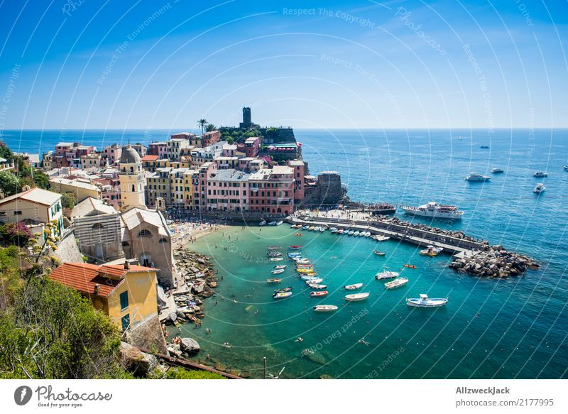 Cinque Terre 3 Farbfoto Außenaufnahme Tag Totale Ferien & Urlaub & Reisen Tourismus Ausflug Sightseeing Städtereise Sommer Sommerurlaub Meer Insel
