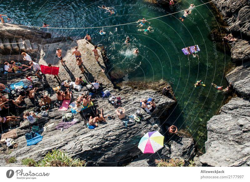 Badegesellschaft Ferien & Urlaub & Reisen Sommer Meer Küste Tourismus Freiheit Menschengruppe Ausflug genießen Abenteuer Sommerurlaub Bucht