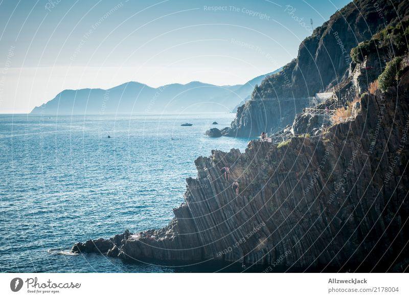 Nicht von der Klippe springen! Ferien & Urlaub & Reisen blau Sommer Wasser weiß Meer Freiheit Schwimmen & Baden Ausflug gefährlich Italien Sommerurlaub Risiko