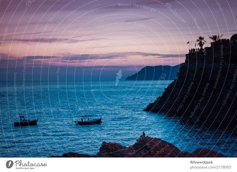 Sonnenuntergang Küste Party Fischerboot 2 Ferien & Urlaub & Reisen blau Sommer Meer Ferne Tourismus Freiheit Wasserfahrzeug Ausflug Horizont ästhetisch