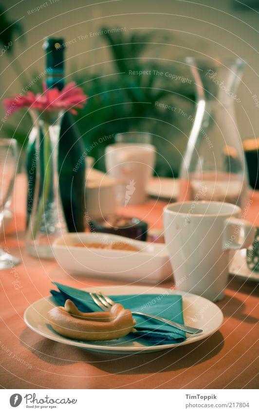 Besuch der Schwiegereltern Geschirr Teller Schalen & Schüsseln Tasse Becher Flasche Glas Sektglas Besteck Gabel Löffel grün Sektflasche Brezel Ernährung