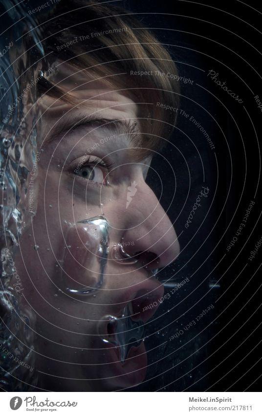 Wenn das Wasser bis zum Hals steht Mensch Jugendliche Wasser Gesicht Auge dunkel Tod Kopf Mund Angst Erwachsene maskulin nass gefährlich Unterwasseraufnahme Wut