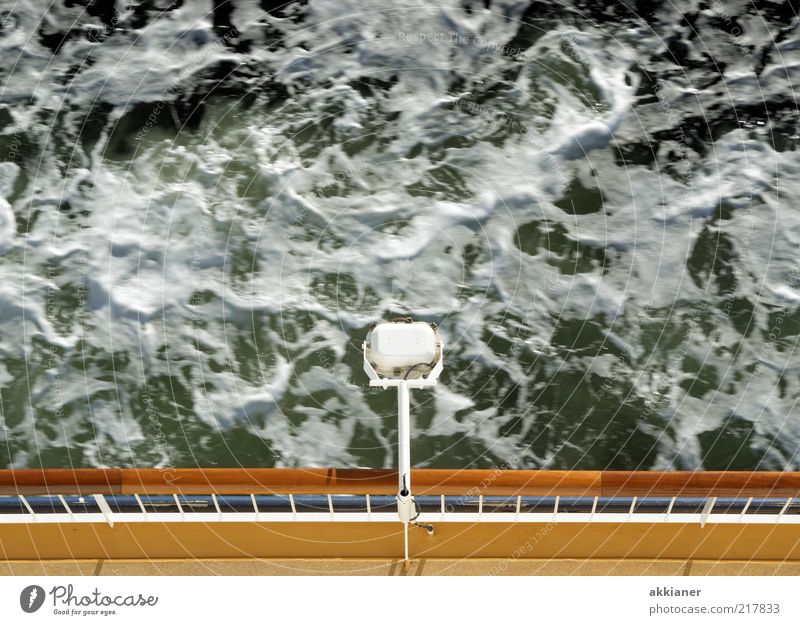 Meerschaum Natur Wasser Lampe Wasserfahrzeug Wellen Umwelt natürlich Urelemente Schifffahrt Ostsee Geländer Schaum Fähre Gischt Reling