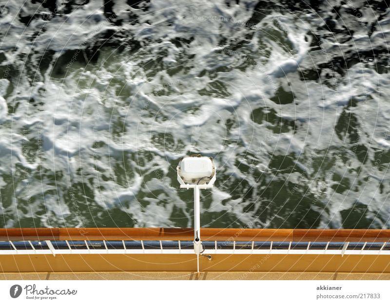 Meerschaum Umwelt Natur Urelemente Wasser Wellen Ostsee natürlich schäumen Gischt Wellengang Reling Fähre Wasserfahrzeug Schifffahrt Lampe Farbfoto