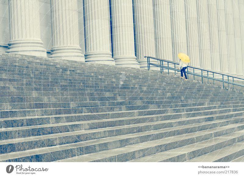 How I met your mother Frau Einsamkeit gelb Architektur grau Stein Treppe Beton Macht Geländer Regenschirm Bauwerk Denkmal Treppengeländer Säule aufwärts
