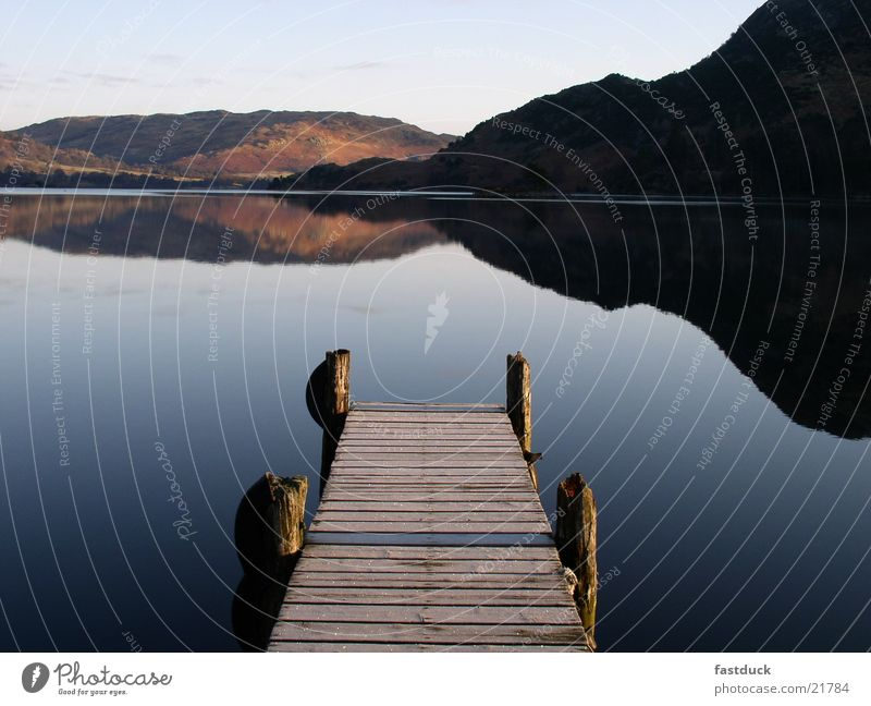 8 Uhr morgens England Lake District National Park Ullswater Morgen See Berge u. Gebirge Reflexion & Spiegelung Sonnenaufgang Steg kalt Großbritannien blau