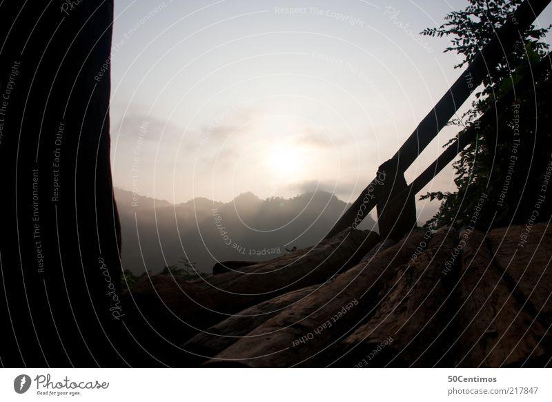 Der Blick auf die Berge im Norden von Thailand Natur Landschaft Himmel Horizont Sonne Sonnenaufgang Sonnenuntergang Schönes Wetter Pflanze Hügel